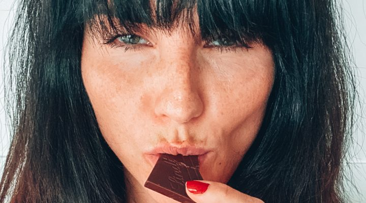 JEDZENIE EMOCJONALNE. Zobacz, jak przestać zajadać własne emocje.